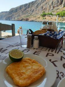 Koszty posiłku w greckiej tawernie.